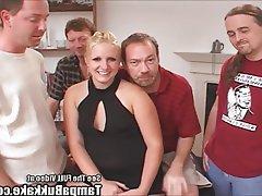 Blonde SSBBW im Gangbang
