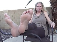 Caught milf feet