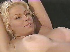 Strapon sucking lesbians