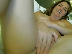 Masterbating mature squirting on cam