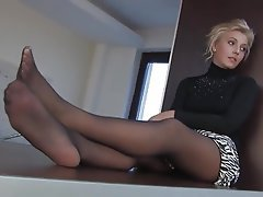 Pantyhose milf feet